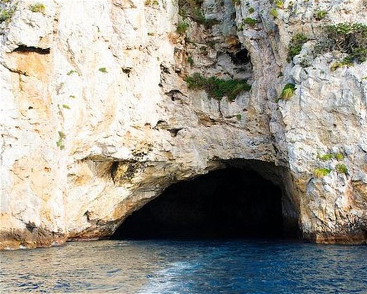 Riko Riko cave