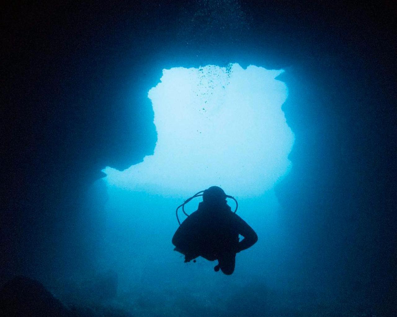 Cala Llonga Cave